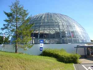屋内外併用のレジャープール2012 -グリーンヒルズ津山グラスハウス-