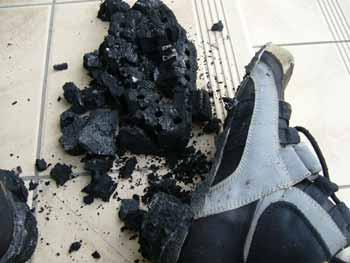 靴底が見事に抜け落ちた -buffalo-